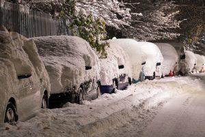 雪が積もってヤバイ車たち